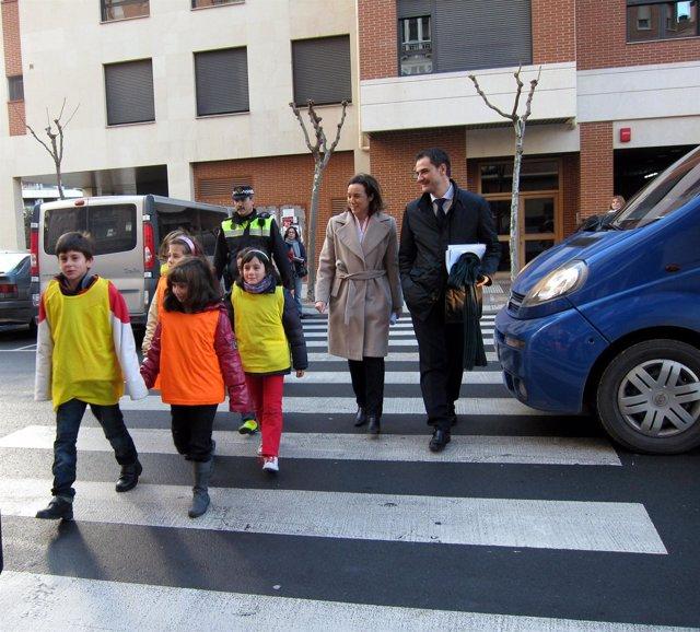 La alcaldesa y Sáinz, en una de las clases prácticas para escolares