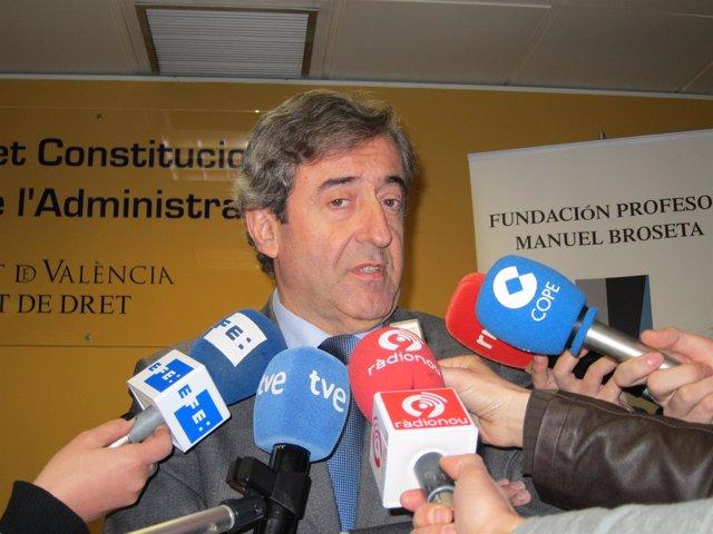 Fiscal Jefe De La Audiencia Nacional, Javier Zaragoza, Atendiendo A Los Medios