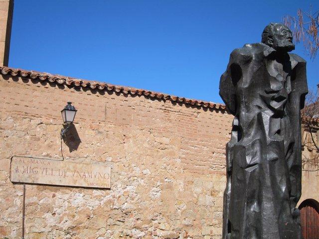 Escultura De Miguel De Unamuno En La Calle Bordadores De Salamanca