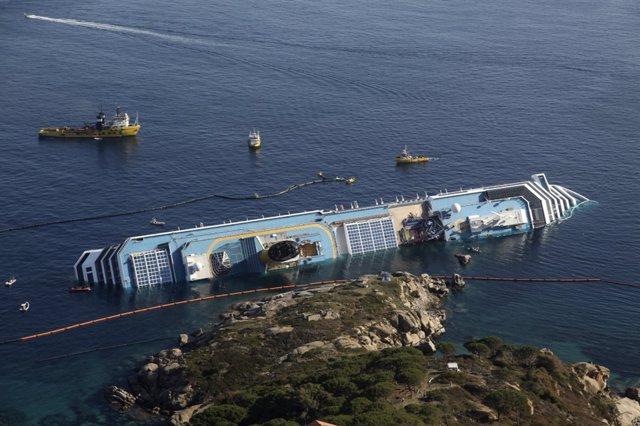 Crucero Hundido 'Costa Concordia' En Italia