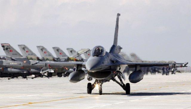 Caza F16 De Las Fuerzas Aéreas Turcas