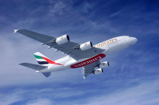 Un Avión De Emirates
