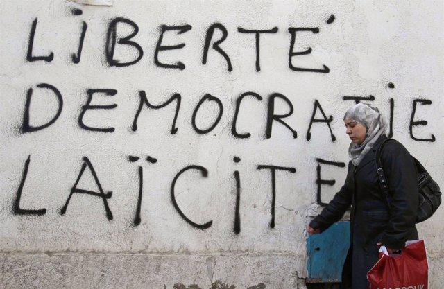 Pintadas revolucionarias en Túnez
