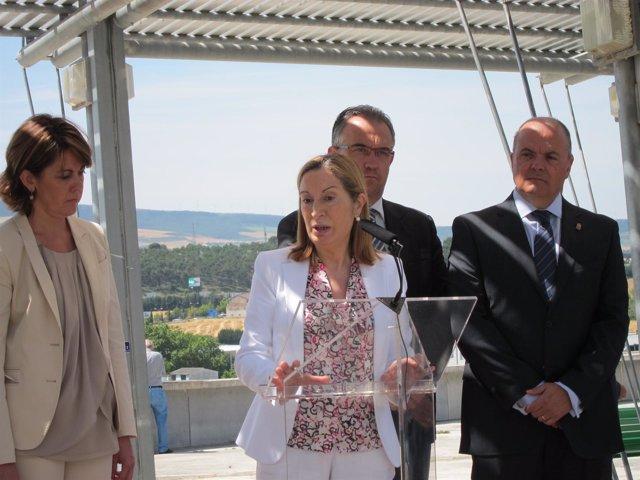 La ministra Ana Pastor durante su visita a Pamplona.