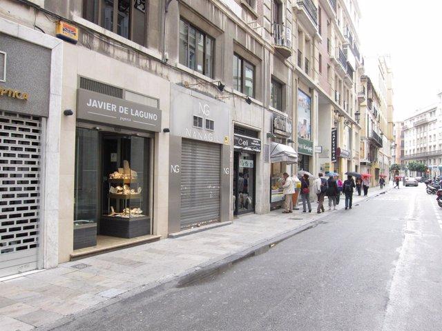 Comercios En Una Calle Del Centro Histórico De Málaga