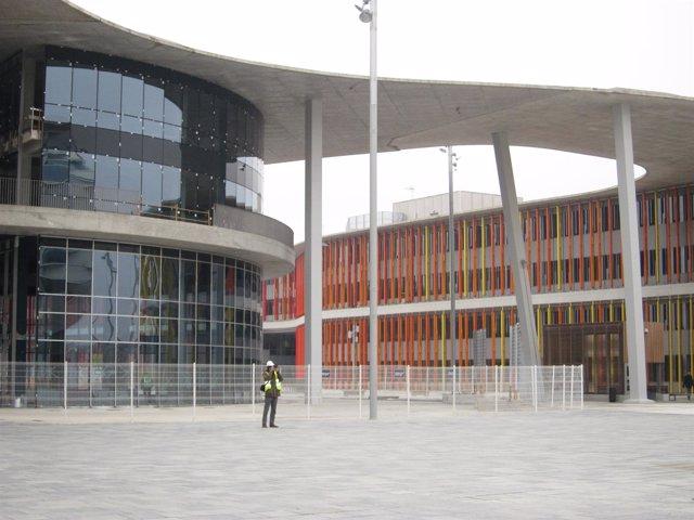Edificios De Justicia Y Empresas En El Recinto De La Expo En Zaragoza