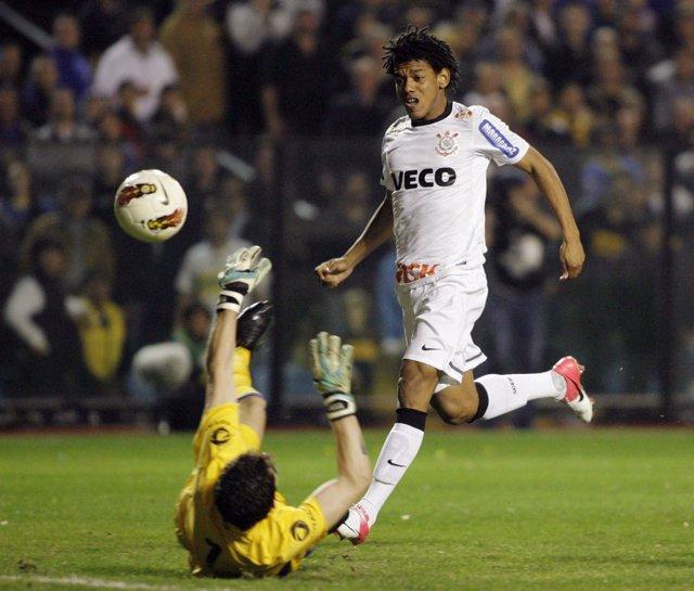 Romarinho Anota El Empate De Corinthians Ante Boca