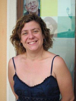 Alba Doblas Ante La Sede De IU En Córdoba