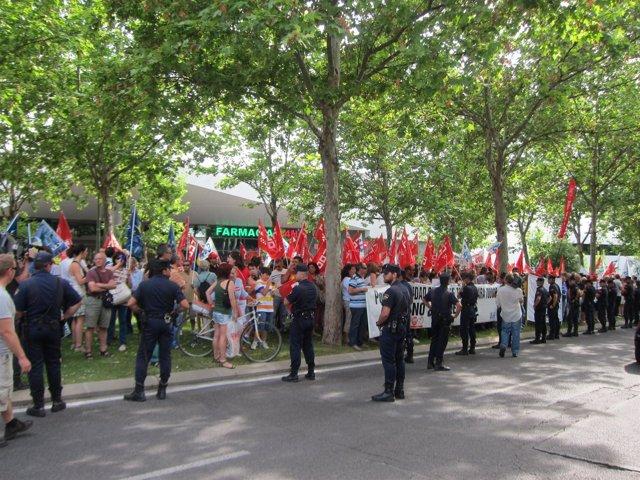 Manifestantes En Una Protesta En La Asamblea
