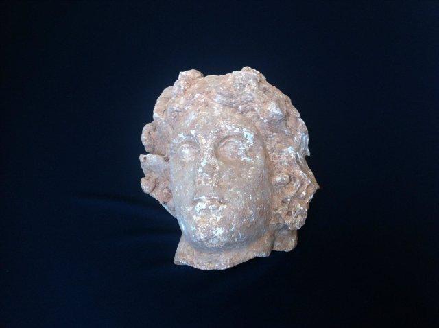 Cabeza de mármol encontrada en la vila romana de la Sagrera de Barcelona