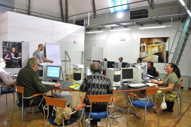 Mayores, biblioteca, internet, orenadores