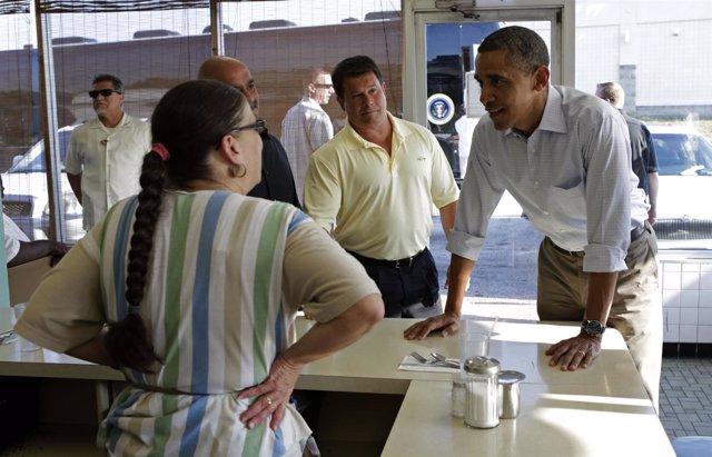 Obama habla con la dueña de un restaurante poco antes de morir de un infarto