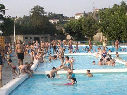 Usar chanclas en piscinas y gimnasios, no prestar las zapatillas y evitar la maceración previene la aparición de hongos