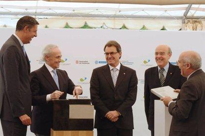 Mas pone la primera piedra del Instituto de Investigación contra la Leucemia Josep Carreras