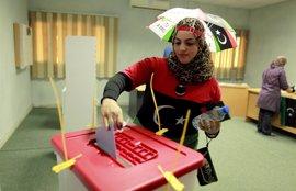 Líbia.- La participació en les primeres eleccions democràtiques en dècades ronda el 60%, segons les primeres dades