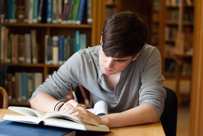 Sólo 17 de cada mil jóvenes españoles sale fuera a estudiar, sobre todo por falta de financiación y miedo