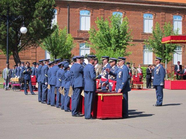 Entrega de despachos de sargento en la Academia Básica del Aire