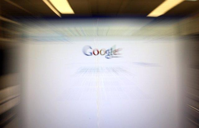 Ordenador con pantalla de Google