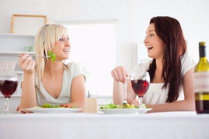 Las mujeres se preocupan cada vez más por tener un hábito alimenticio saludable que por cuidar la apariencia física