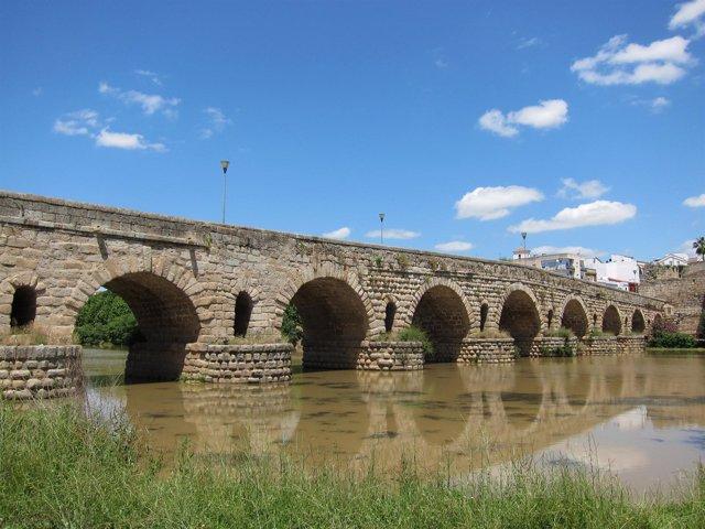 Río Guadiana Y Puente Romano De Mérida