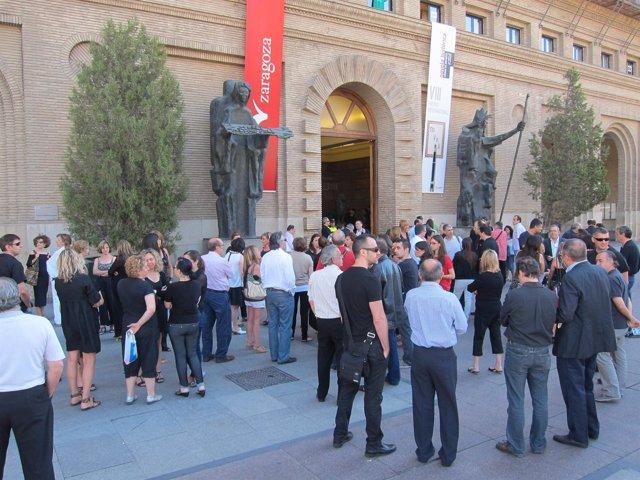 Empleados municipales se concentran ante las puertas del Ayuntamiento Zaragoza