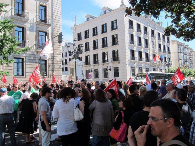 Concentración de empleados públicos frente a la Delegación del Gobierno