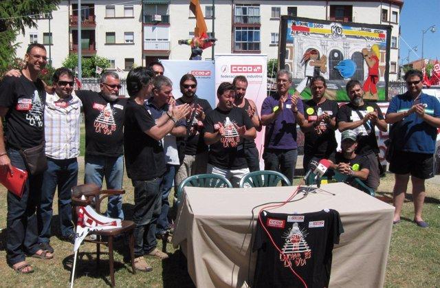 Representantes sindicales y trabajadores celebran el acuerdo en Albitrén