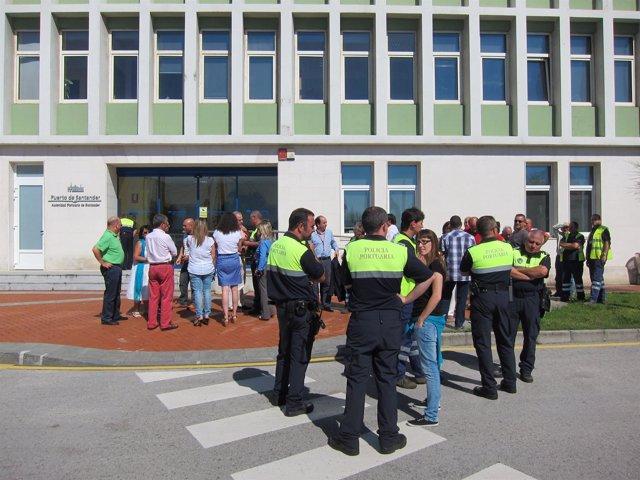 Trabajadores Del Puerto De Santander Protestan Por Los Recortes
