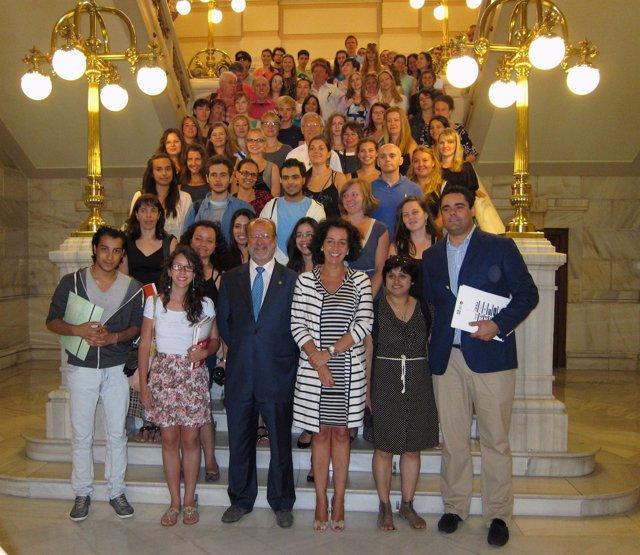 De La Riva Y Cantalapiedra Con El Estudiantes Extranjeros De Español