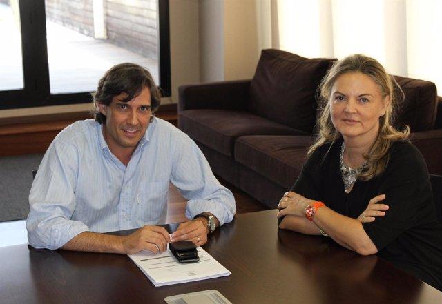 El Alcalde De Paterna Junto A La Investigadora, Pilar Mateo,