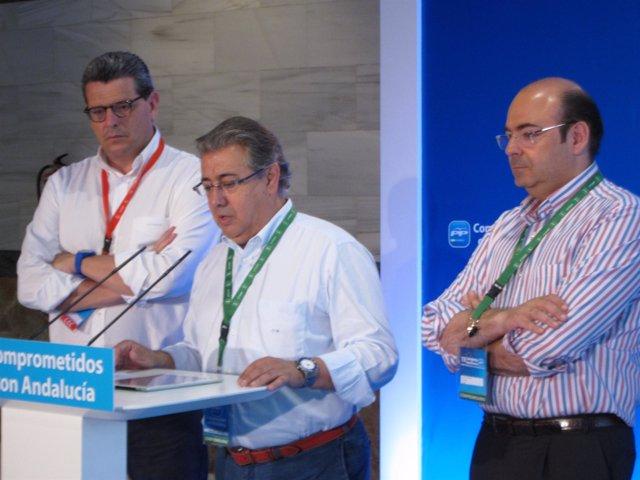 Zoido, en el centro, en rueda de prensa previo al Congreso del PP-A
