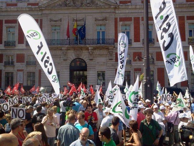 Concentración de funcionarios en la Puerta del Sol