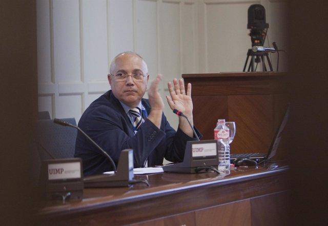 Juan Juliá, vicepresidente de la CRUE