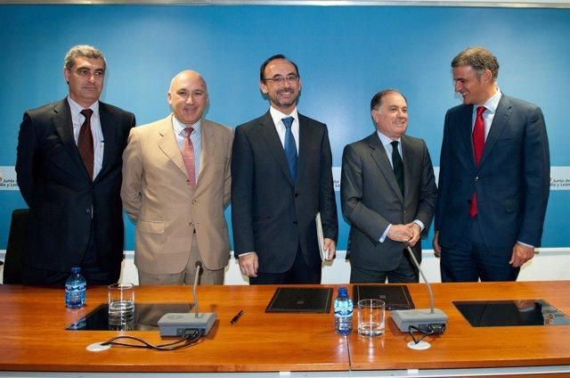 Firma del convenio de colaboración entre Junta y Cofides