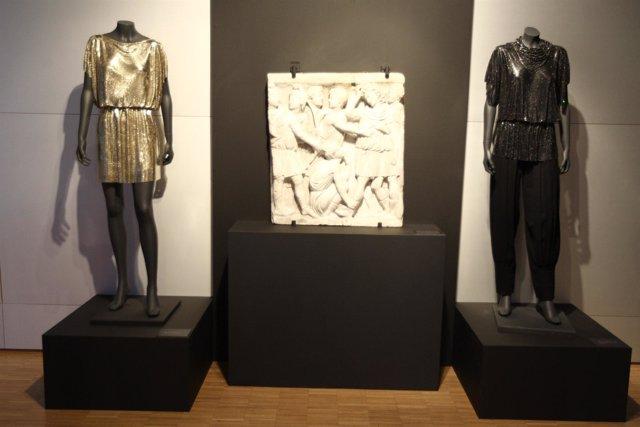 El Museo Del Traje De Madrid Homenajea A Gianni Versace