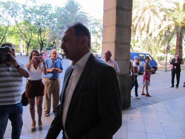 El exdirector de Trabajo de la Junta Daniel Rivera a su llegada a los juzgados