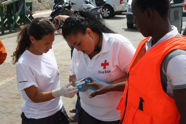 Inmigrantes atendidos en Ceuta por la Cruz Roja
