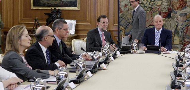 Rey preside el Consejo de Ministros en Zarzuela