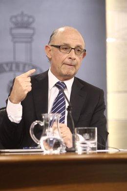 Cristóbal Montoro tras el consejo de Ministros