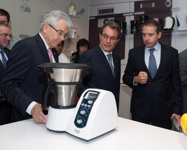 Artur Mas Visita La Compañía De Electrodomésticos Taurus