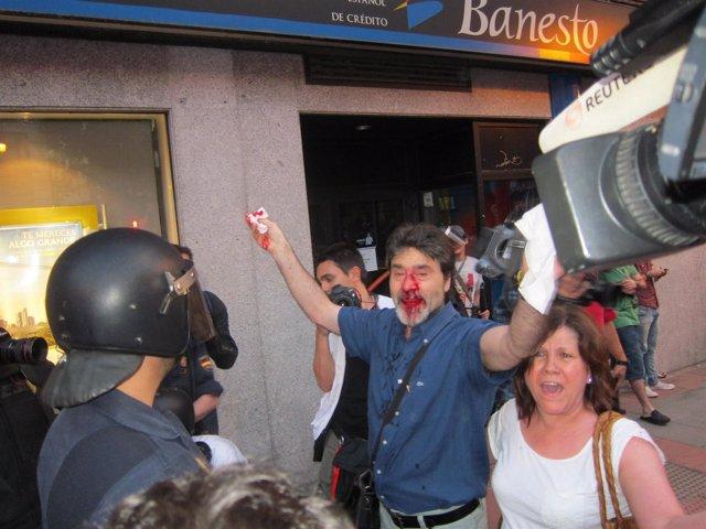 Un manifestante herido en las proximidades de Ferraz