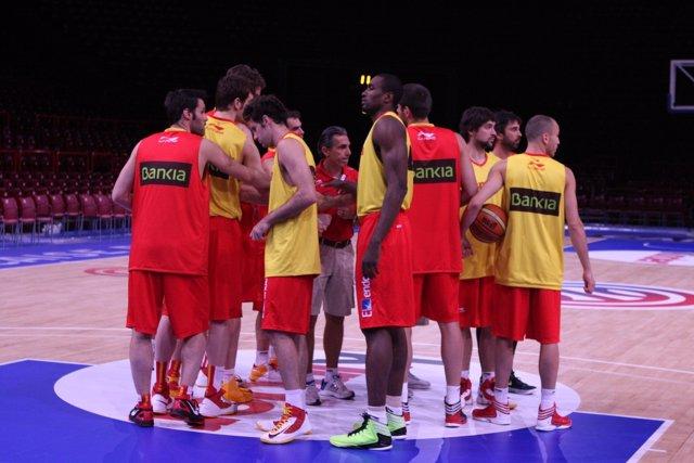 España se entrena antes del choque ante Francia
