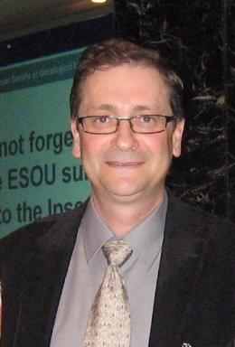 En la imagen, el doctor Javier Machuca