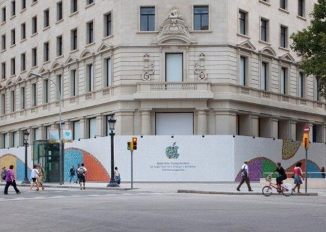 Muro  de inauguración de Apple Store en Passeig de Gracia (Barcelona)