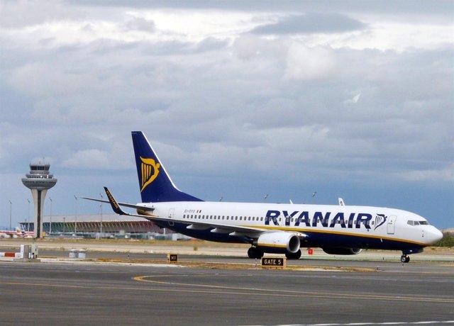 Avión De Ryanair En Barajas
