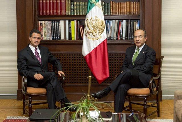 El candidato del PRI, Enrique Peña Nieto, y el presidente, Felipe Calderón.