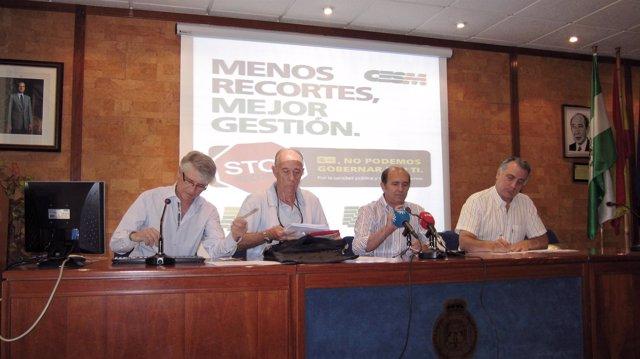 Dirigentes del Sindicato Médico de Sevilla durante la rueda de prensa