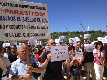 Médicos y enfermeras apoyan las manifestaciones para denunciar los recortes del Ejecutivo
