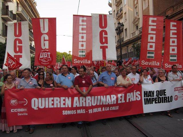 Líderes sindicales y políticos encabezan la manifestación de Sevilla.