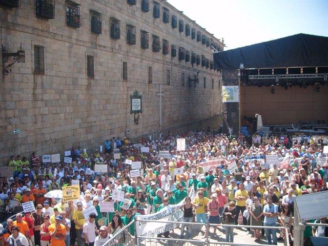 Manifestantes por las preferentes abarrotan la Praza da Quintana